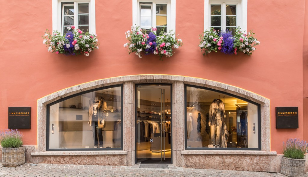 HK Architektur. St. Johann in Tirol: Sinnesberger Boutique